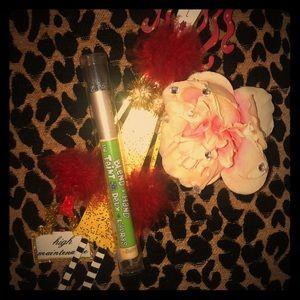 NWT: The Balm: Blend a 🖐🏽 Hand ♥️ makeup brush